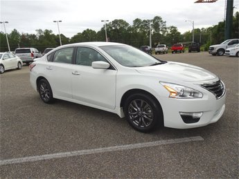 2015 Nissan Altima 2.5 S FWD 4 Door Sedan Automatic (CVT)