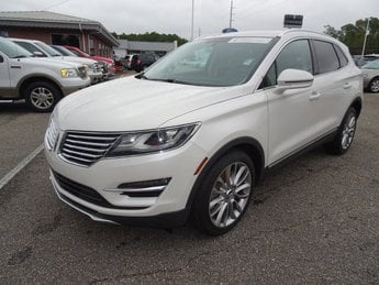 2017 White Platinum Clearcoat Metallic Lincoln MKC Reserve FWD SUV 4 Door Automatic