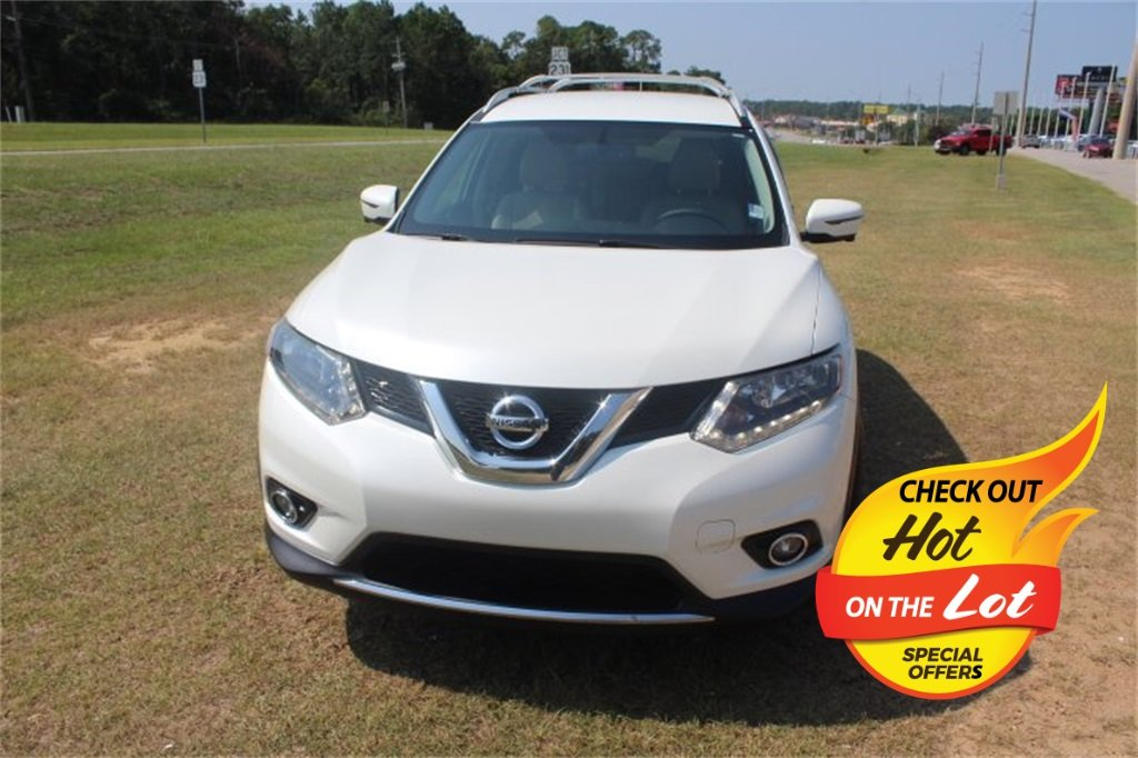 2016 Pearl White Nissan Rogue SL FWD Automatic (CVT) 4 Door 2.5L I4 DOHC 16V Engine SUV