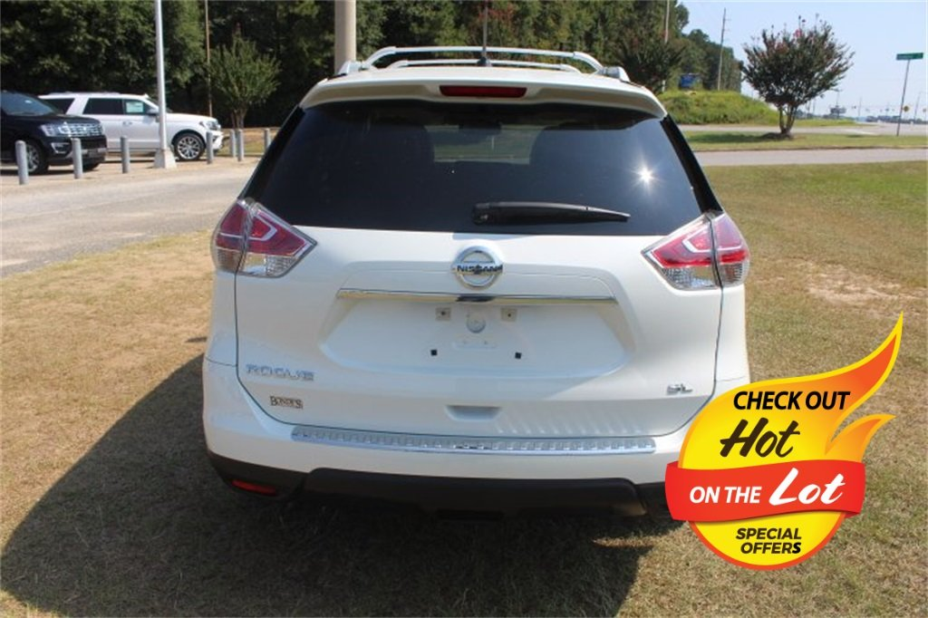 2016 Pearl White Nissan Rogue SL Automatic (CVT) 2.5L I4 DOHC 16V Engine FWD 4 Door