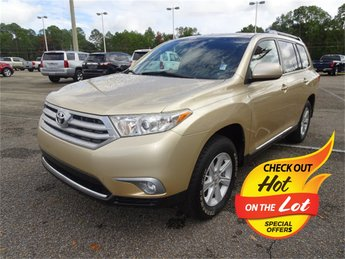 2013 Sandy Beach Metallic Toyota Highlander Plus 4 Door 3.5L V6 DOHC Dual VVT-i 24V Engine FWD