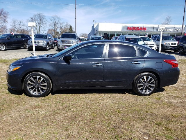 2016 Storm Blue Nissan Altima 2.5 SV Sedan FWD Automatic (CVT) Regular Unleaded I-4 2.5 L/152 Engine