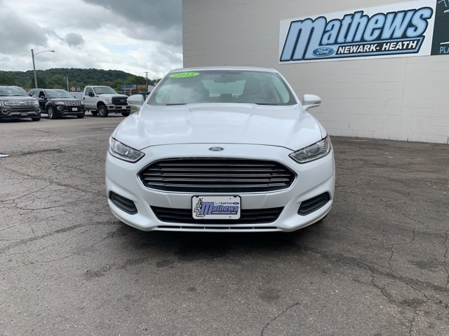 2015 White Ford Fusion SE Sedan 2.5 L 4-Cylinder Engine 4 Door Automatic