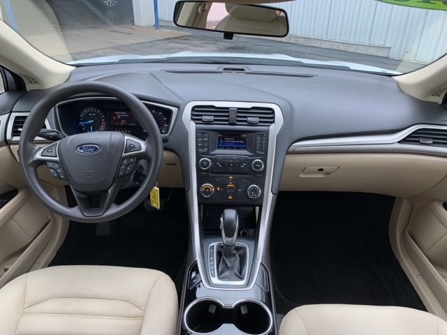 2015 White Ford Fusion SE 2.5 L 4-Cylinder Engine FWD 4 Door Automatic