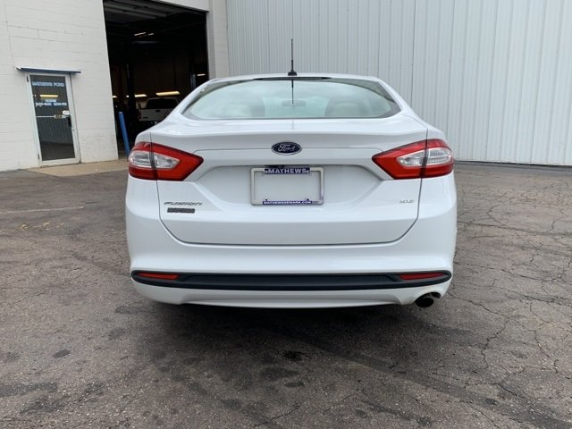 2015 White Ford Fusion SE 4 Door 2.5 L 4-Cylinder Engine Sedan Automatic FWD