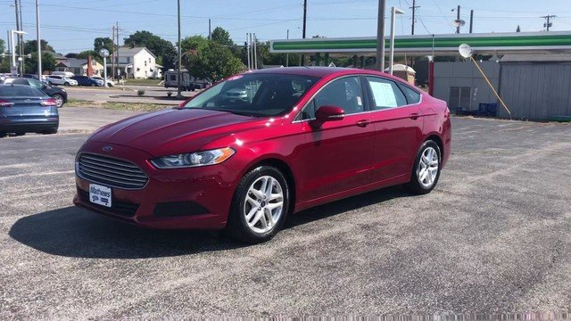 2016 Ruby Red Metallic Tinted Clearcoat Ford Fusion SE FWD 2.5L 4-Cyl Engine Sedan 4 Door Automatic