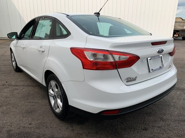 2014 Oxford White Ford Focus SE 2.0 L 4-Cylinder Engine 4 Door Sedan