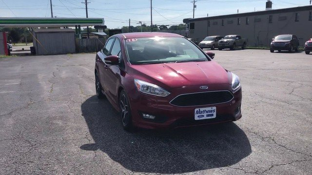 2016 Ruby Red Metallic Tinted Clearcoat Ford Focus SE Sedan Automatic 4 Door FWD