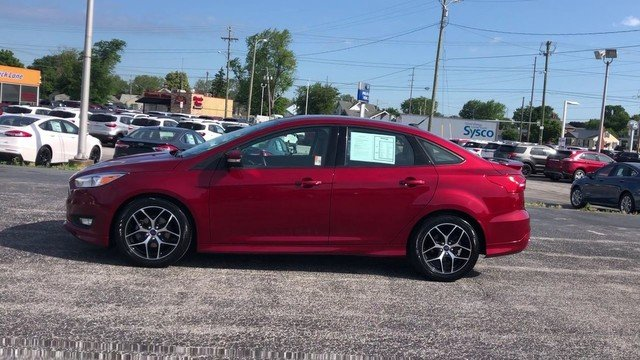 2016 Ruby Red Metallic Tinted Clearcoat Ford Focus SE Automatic FWD 4 Door