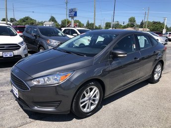 2017 Magnetic Metallic Ford Focus SE FWD Sedan 4 Door
