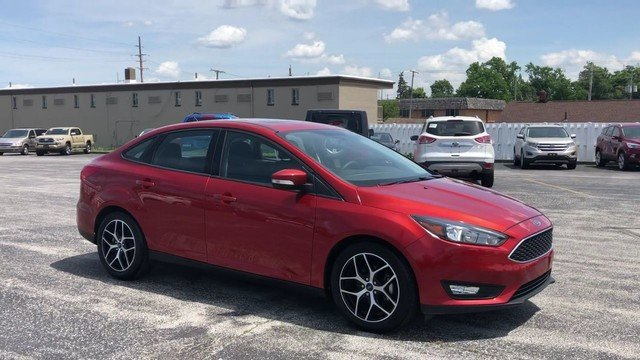 2018 Hot Pepper Red Metallic Tinted Clearcoat Ford Focus SEL Sedan Automatic 2.0L I-4 GDI Ti-VCT Engine