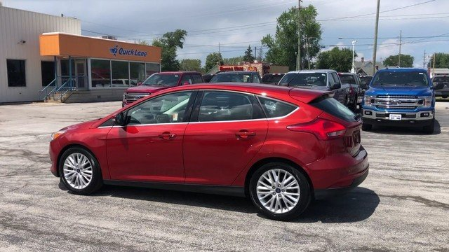 2018 Hot Pepper Red Metallic Tinted Clearcoat Ford Focus Titanium 4 Door Hatchback FWD