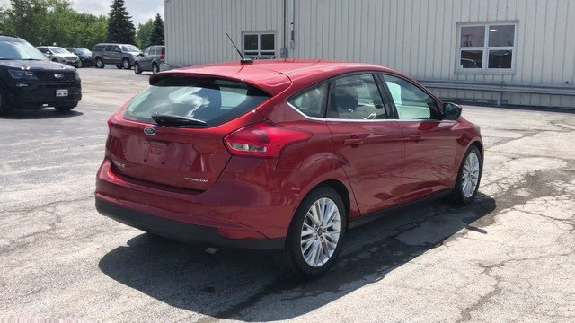 2018 Hot Pepper Red Metallic Tinted Clearcoat Ford Focus Titanium 4 Door Hatchback 2.0L 4-Cyl Engine