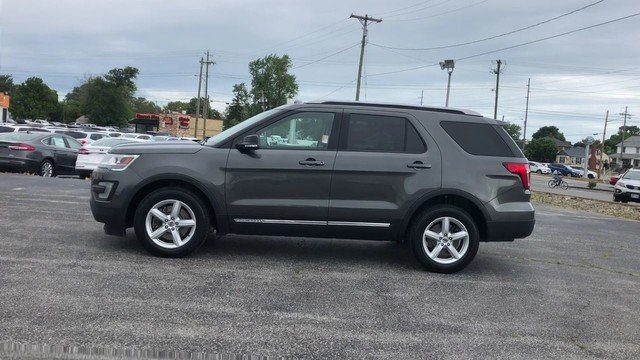2016 Magnetic Metallic Ford Explorer XLT Automatic 4 Door 3.5L V6 Cylinder Engine 4X4