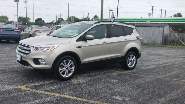 2018 White Gold Metallic Ford Escape SE SUV FWD 1.5L 4-Cyl Engine Automatic 4 Door