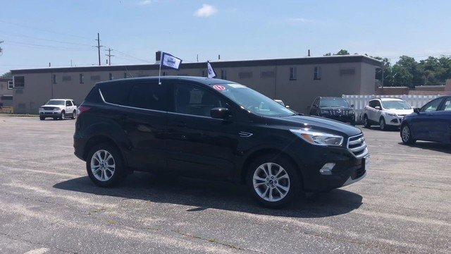 2017 Shadow Black Ford Escape SE 4 Door 1.5L 4-Cyl Engine Automatic