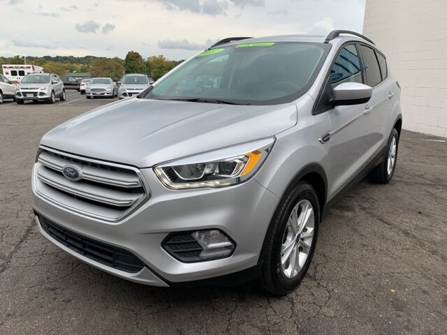 2017 Ingot Silver Metallic Ford Escape SE FWD SUV 4 Door 1.5 L 4-Cylinder Engine