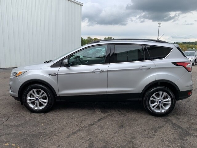 2017 Ingot Silver Metallic Ford Escape SE FWD 4 Door Automatic