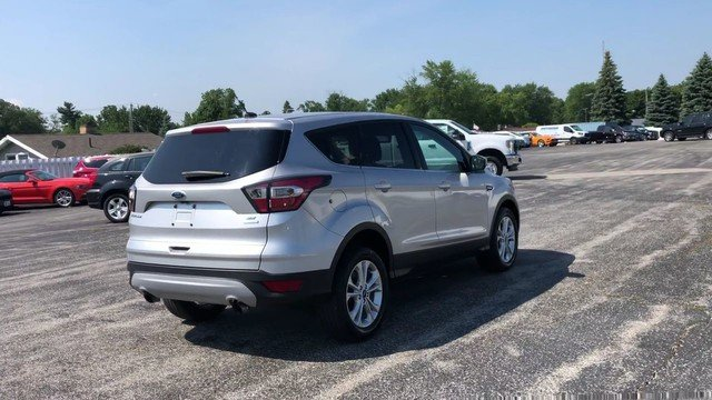 2017 Ingot Silver Metallic Ford Escape SE 4 Door 1.5L 4-Cyl Engine FWD