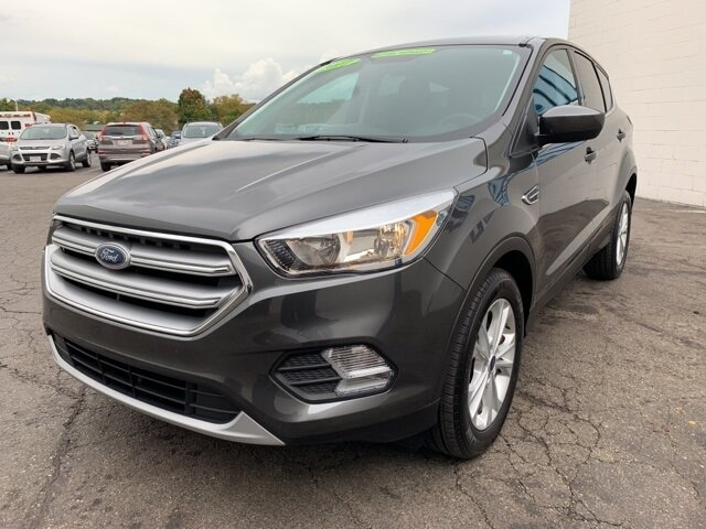 2017 MAGNETIC_GRAY Ford Escape SE 4 Door SUV Automatic FWD