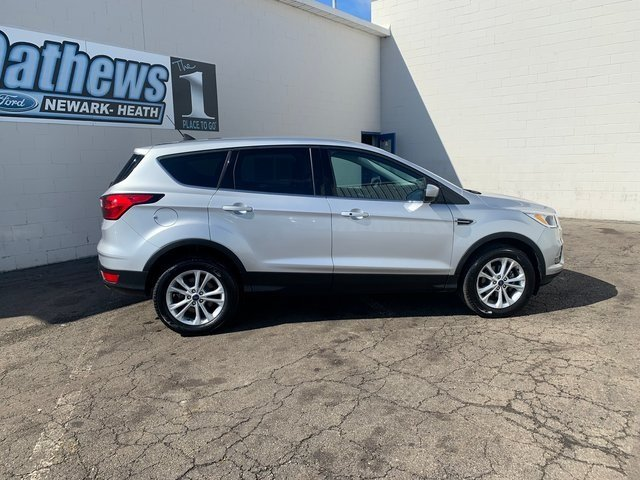 2019 Ingot Silver Metallic Ford Escape SE SUV 4 Door FWD
