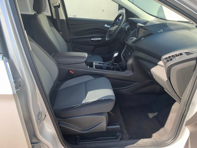 2019 Ingot Silver Metallic Ford Escape SE 1.5 L 4-Cylinder Engine FWD SUV