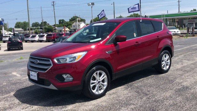 2017 Ruby Red Metallic Tinted Clearco Ford Escape SE SUV 4X4 1.5L Ecoboost Engine 4 Door