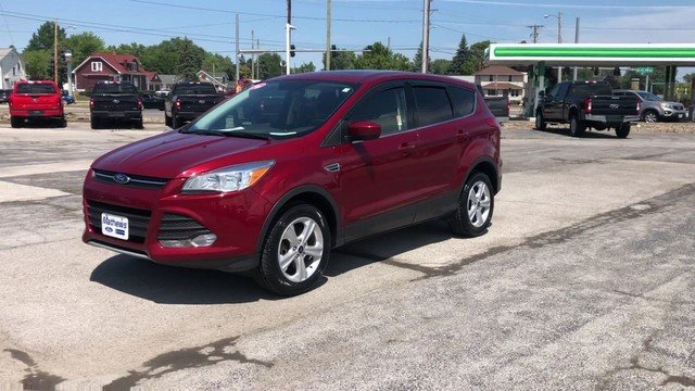 2016 Ruby Red Metallic Tinted Clearcoat Ford Escape SE Automatic SUV 4 Door 1.6L 4-Cyl Engine