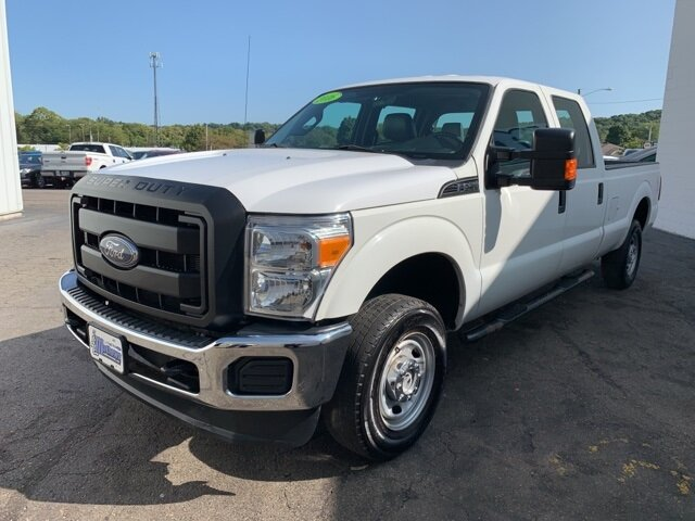 2016 White Ford Super Duty F-250 SRW 4WD Crew Cab 6.2 L 8-Cylinder Engine 4X4 4 Door