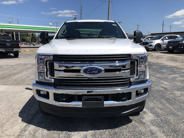 2019 Oxford White Ford Super Duty F-250 SRW XLT 6.7L 4v OHV Power Stroke V8 Turbo Diesel B20 Engine 4X4 Truck 4 Door