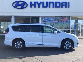 2019 Bright White Clearcoat Chrysler Pacifica Touring L Automatic Van 3.6L V6 24V VVT Engine