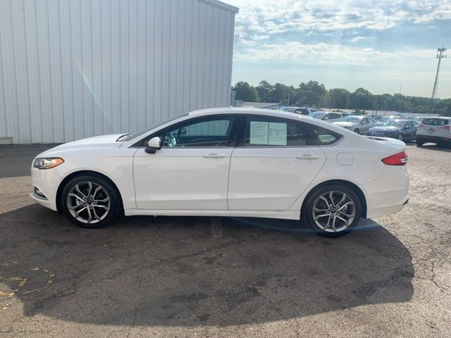 2017 OXFORD_WHITE Ford Fusion SE 4 Door Sedan 2.5 L 4-Cylinder Engine