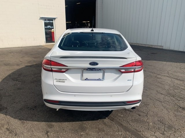 2017 OXFORD_WHITE Ford Fusion SE FWD 2.5 L 4-Cylinder Engine 4 Door Automatic