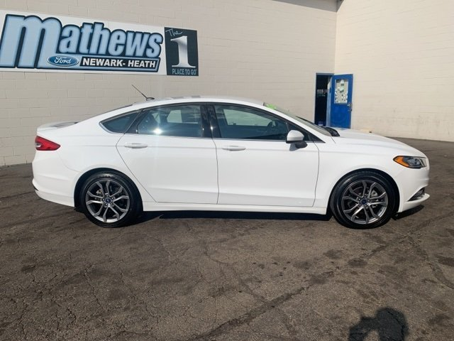 2017 Ford Fusion SE Sedan Automatic 4 Door FWD 2.5 L 4-Cylinder Engine