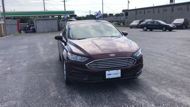 2017 Burgundy Velvet Metallic Tinted Ford Fusion SE FWD 4 Door 2.5L IVCT Engine Automatic