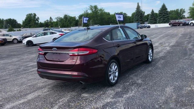 2017 Burgundy Velvet Metallic Tinted Ford Fusion SE FWD 2.5L IVCT Engine Sedan Automatic