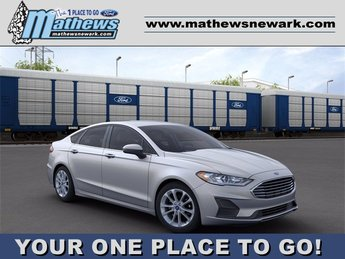 2020 Iconic Silver Metallic Ford Fusion SE FWD 1.5 L 4-Cylinder Engine Car