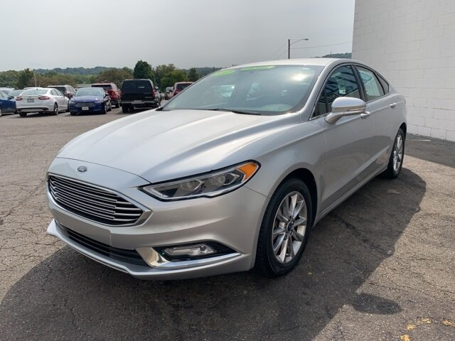 2017 INGOT_SILVER Ford Fusion SE FWD Automatic 4 Door