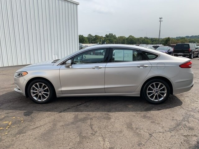 2017 Ford Fusion SE 4 Door FWD 1.5 L 4-Cylinder Engine Automatic Sedan