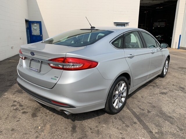 2017 Ford Fusion SE Sedan Automatic 4 Door FWD 1.5 L 4-Cylinder Engine