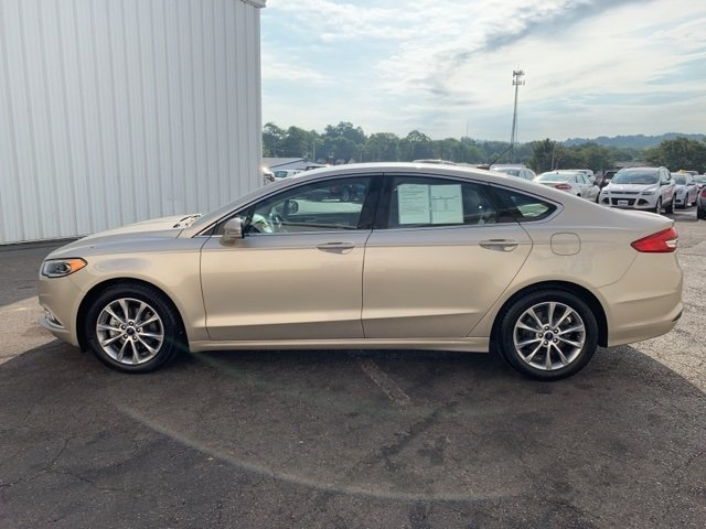 2017 PALLADIUM_WHITE_GO Ford Fusion SE 1.5 L 4-Cylinder Engine 4 Door FWD Sedan