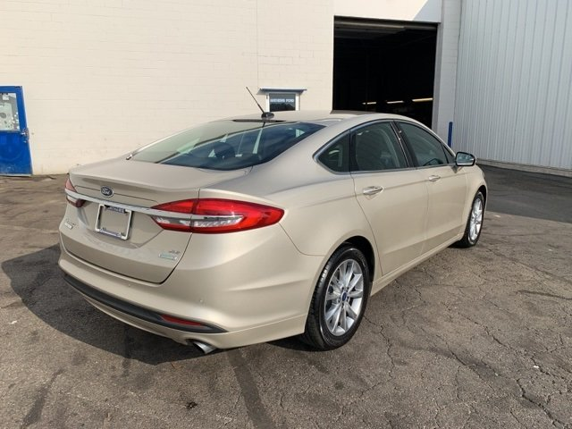 2017 PALLADIUM_WHITE_GO Ford Fusion SE 4 Door 1.5 L 4-Cylinder Engine Automatic