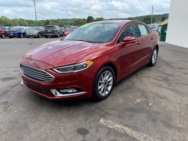 2017 Ruby Red Metallic Tinted Clearcoat Ford Fusion SE 1.5 L 4-Cylinder Engine 4 Door Automatic