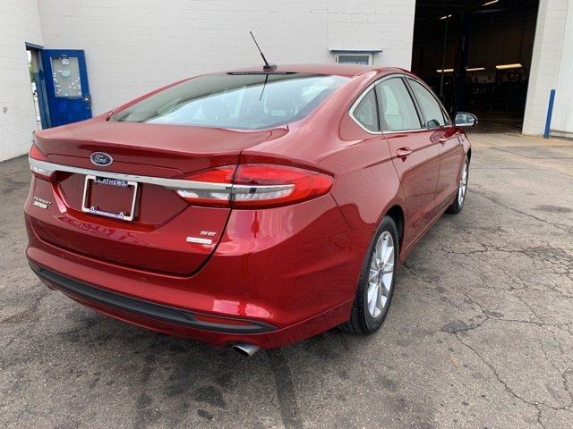 2017 Ruby Red Metallic Tinted Clearcoat Ford Fusion SE FWD 1.5 L 4-Cylinder Engine Sedan