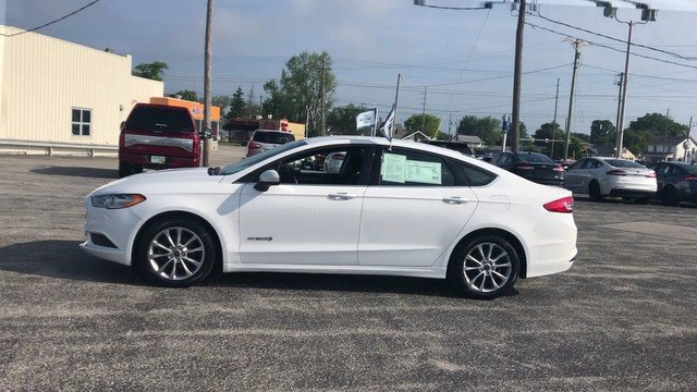 2017 Oxford White Ford Fusion Hybrid SE 2.0L 4-Cyl Engine FWD 4 Door