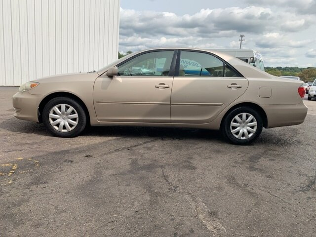 2005 GOLD Toyota Camry 4dr Sdn Sedan 4 Door 2.4L 4-Cylinder Engine