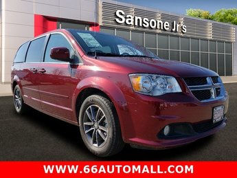 2017 Dodge Grand Caravan SXT Automatic FWD Regular Unleaded V-6 3.6 L/220 Engine Van 4 Door