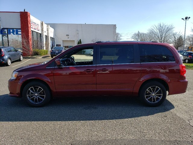2017 Octane Red Pearlcoat Dodge Grand Caravan SXT FWD Automatic Regular Unleaded V-6 3.6 L/220 Engine 4 Door