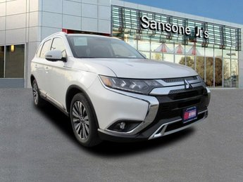 2019 Pearl White Mitsubishi Outlander SEL Automatic (CVT) 4X4 4 Door SUV Regular Unleaded I-4 2.4 L/144 Engine