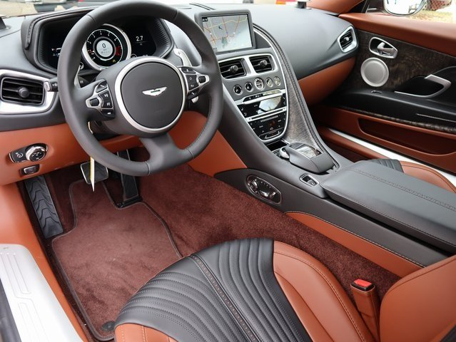 2019 Kopi Bronze Aston Martin DB11 V8 4.0L V8 Engine Coupe 2 Door Automatic